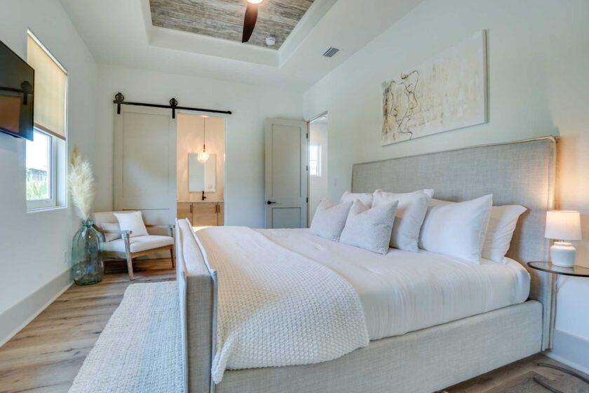 bedroom with barn doors